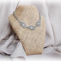 Collar medieval flores y perlas <br> 21€