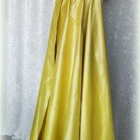 Amarillo seda.
