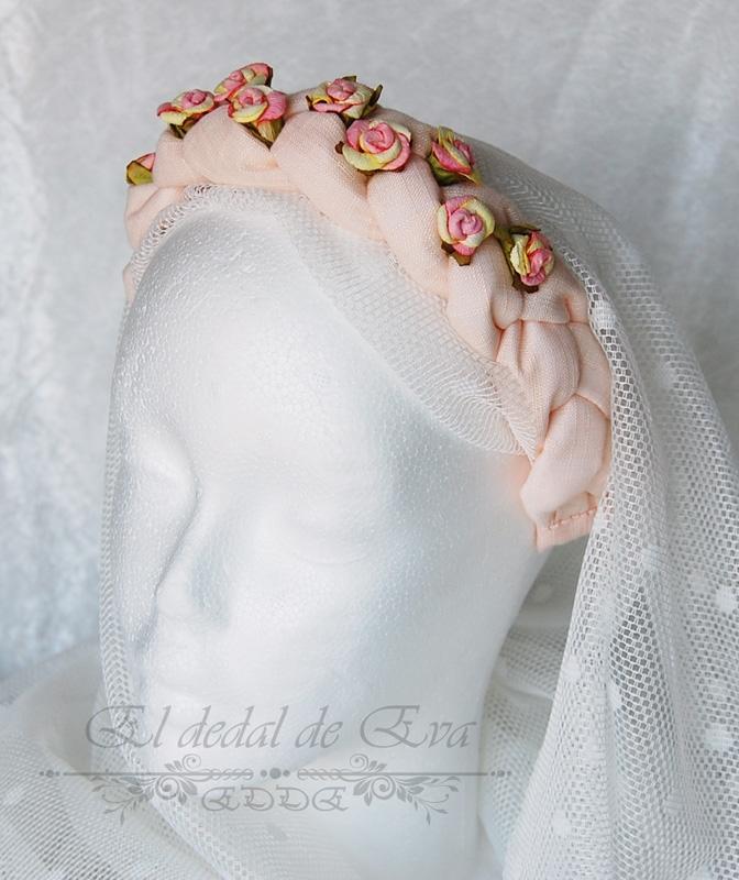 Diadema rosa palo con flores.<br> Consultar nueva elaboración