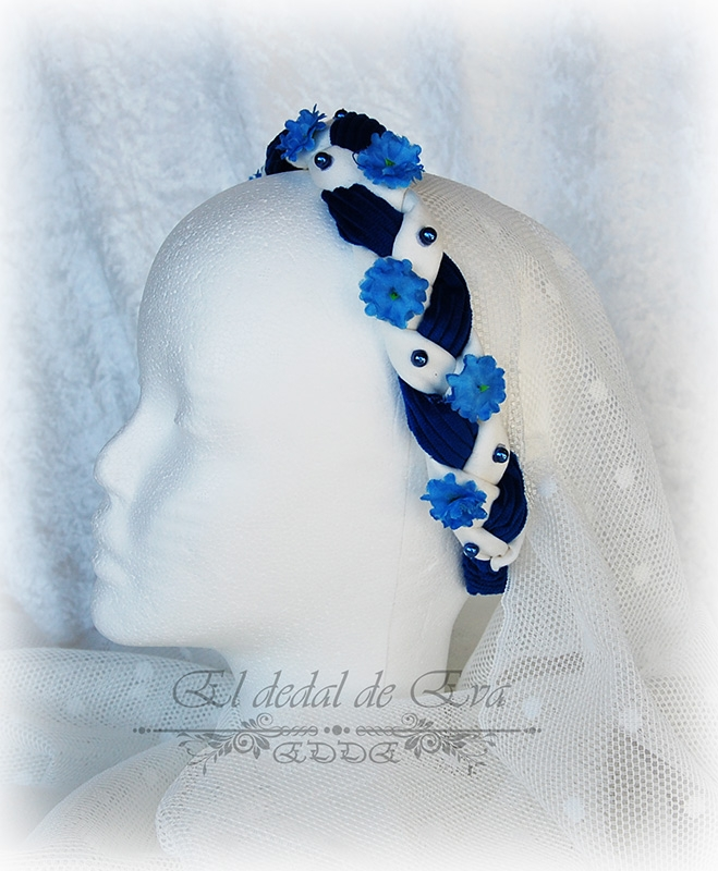 (2) Diadema trenzada azul y blanco. <br>No disponible
