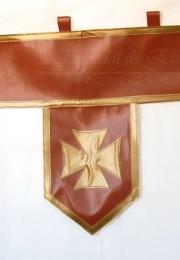 Tira con banderolas medievales.