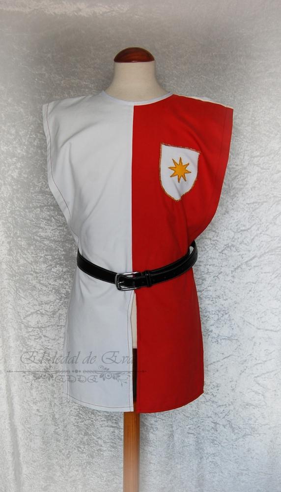 Sobrevesta con blasón decorativo: banderas cruzadas 55€