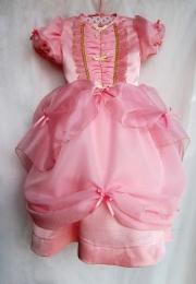 Rosa: Vestido de niña en raso, gasa y cristal.
