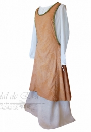 Sobrevestido medieval  <br>No disponible